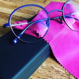 Värvide lainel jätkame 💜  Kelmika lilla kulmuga @joshieyewear prilliraam 👏🏻 ja klaasid sinise valguse kaitsega ning lähitööd toetava disainiga 🤓  #maimaioptikasalong  #sügismaimaisüdames  #uuedprillid  #prillid #prillipoodtallinnas #optometrist #nägemisekontroll #prillimeister #sügisevärvid