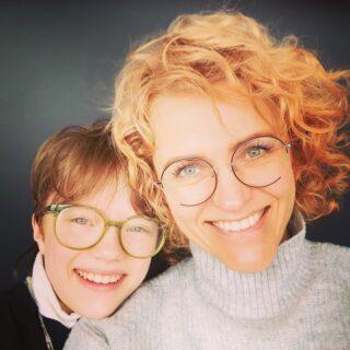 Üks päikselisemaid ema-tütar paare, keda on au tunda ☀️  Mõlemal ees uued, ägedad prilliraamid ja loomulikult naeratused näol 🥰  Aitäh Liina Maria ja Frida 🙏🏻😘 järgmiste prillideni, mis saavad olema vähemalt sama ägedad nagu alati 😉  #maimaioptikasalong  #maailmaparimadkliendid  #sõbrapäevastjaanipäevani  #uuedprillid #prillid #optometrist #prillipoodtallinnas #morelbaltic #essiloreesti #hoyalenses #prillimeister #kõikonvõimalik